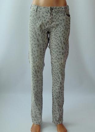 Серые стрейчевые джинсы-скинни в леопардовый принт 42 р.