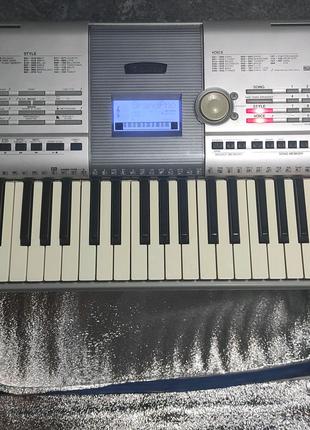 Продам синтезатор Yamaha PSR-295