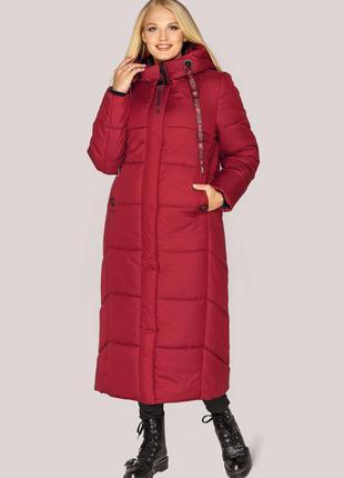 Красный теплый зимний пуховик в удлиненном варианте