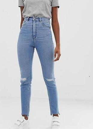 Обалденные джинсы denim co.  с дырками на коленях и необработа...