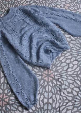 Тёплый свитер с объёмными рукавами в косы в составе шерсть с в...