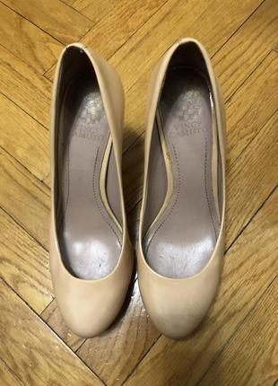 Нюдовые туфли Vince Camuto