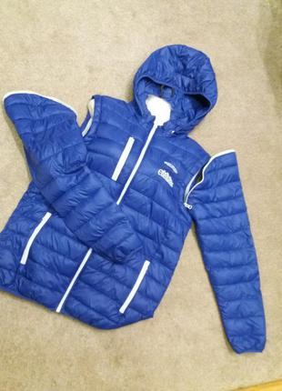 Куртка жилетка с капюшоном..2 в 1