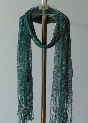 Зеленый шарф с серебряной нитью