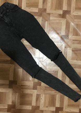 🌿 джинсы с рваными коленями и необработанным низом