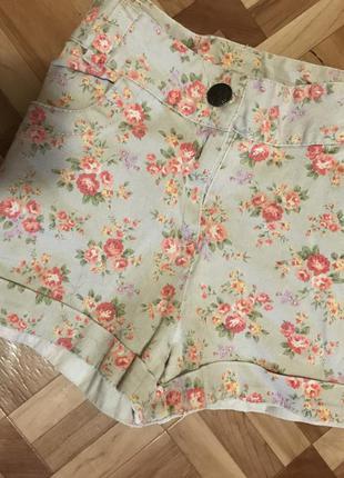 🌿 шорты с красивым принтом цветов