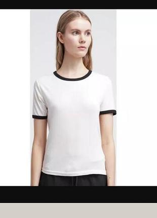 Белая футболка с черной окантовкой с cooperative