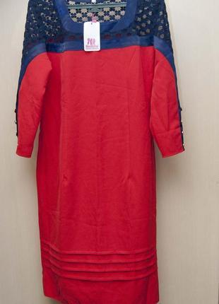 Красивое красное платье с кружевом