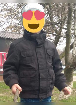 Демисезонная черная куртка для мальчика 4 года