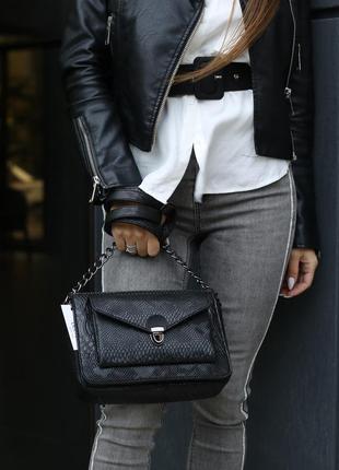 Женская сумочка кросс-боди черная рептилия