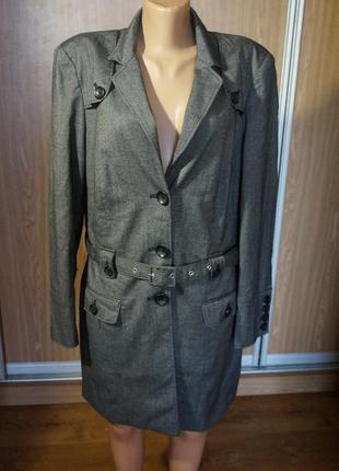 Классное легкое пальто на подкладке