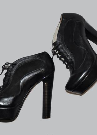 Итальянские кожаные черные ботильоны на высоком каблуке
