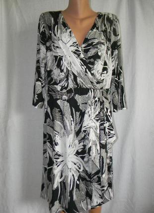 Платье новое с принтом большого размера