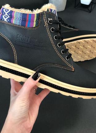 Недорогие модные мужские ботинки с мехом - черные
