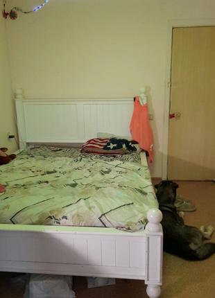 Кровать, плазменный теливизор,тумбочка