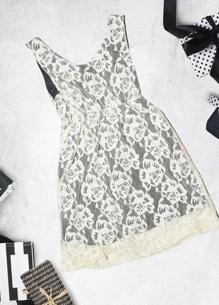 Платье в кружевах с подъюбником shikha