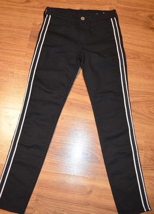 Стрейчевые джинсы , штаны с лампасами на 9/10 лет