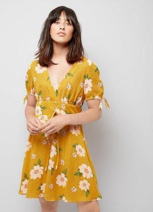 Платье горчичное в цветы со шнуровкой new look размер 16/18