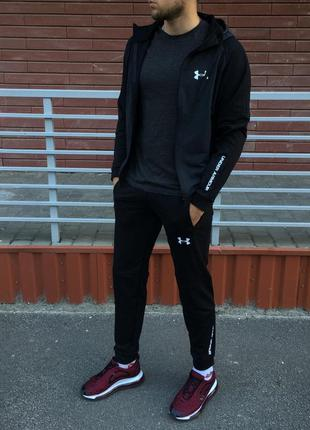 Спортивный костюм серо чёрный.