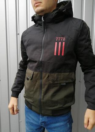 Стильная мужская куртка с лампасами