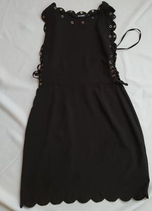 Чёрное классическое платье на завязках от missguided