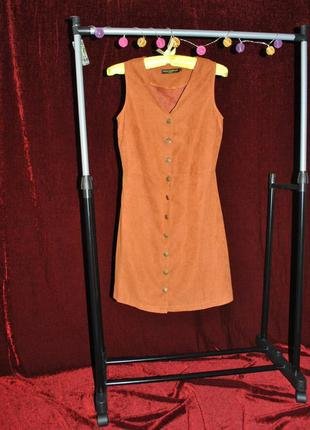 Стильное платье под замш на кнопках