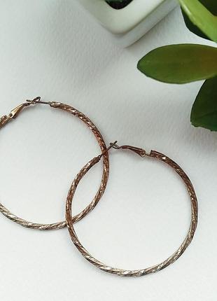 Серьги-кольца из золотистого металла, бижутерия