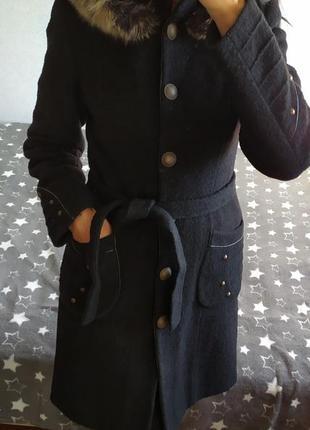Шертяное пальто с капюшоном и натуральным мехом
