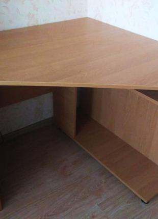Продаю компьютерный стол, супер качество. НЕДОРОГО. СРОЧНО