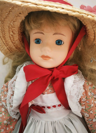 Фарфоровая коллекционная кукла. Англия