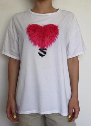 Zara oversize футболка с розовым меховым сердцем белая