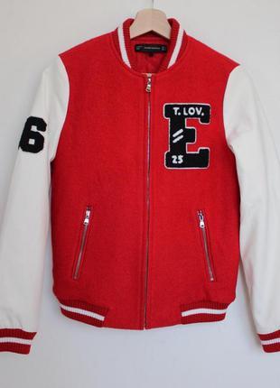 Zara шерстяной бомбер с кожаными рукавами красный куртка