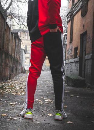 Теплые спортивные штаны joker черно-красные