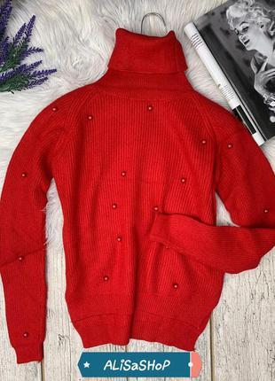 Теплый свитер с бусинами