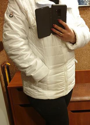 Белая демисезонная куртка 54 размер