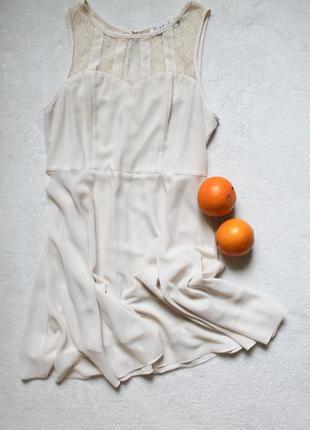 Бежевое платье от jumpo, размер м