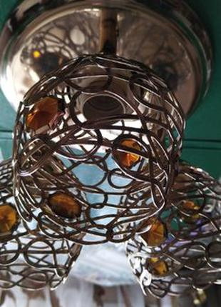 Люстра 3-х рожковая красивая с плафонами из металла и камнями....