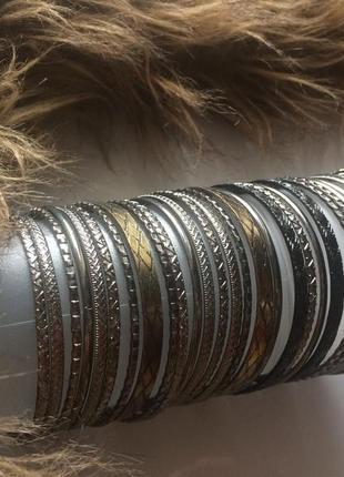 Большой набор тонких металлических браслетов forever 21.