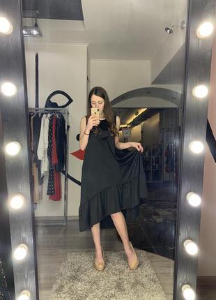 Красивое шёлковое свободное чёрное платье минимал