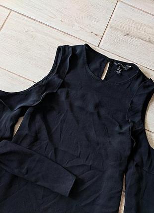 Стильная блуза блузка с оборками открытыми плечами