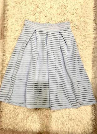 Красивая юбка нежно голубого цвета