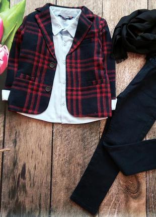 Нарядний костюм: рубашка, шарф, піджак, штани