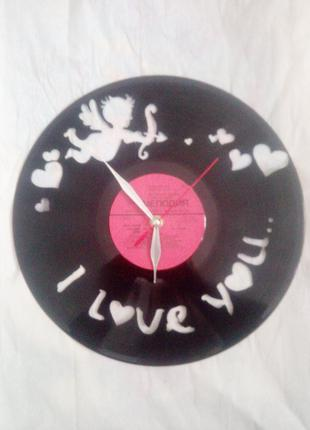 Часы из виниловых пластинок ручной работы