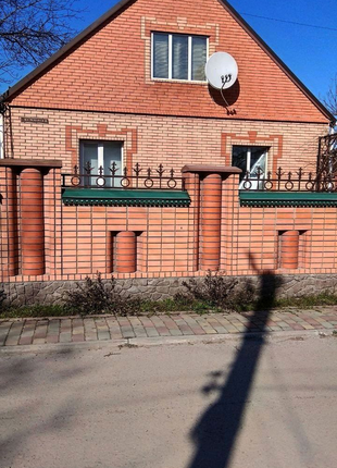 Продаю добротний будинок с.м.т.Рокитне Київська обл.