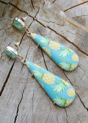 Яркие акриловые серьги с ананасами бирюзового цвета крупные се...