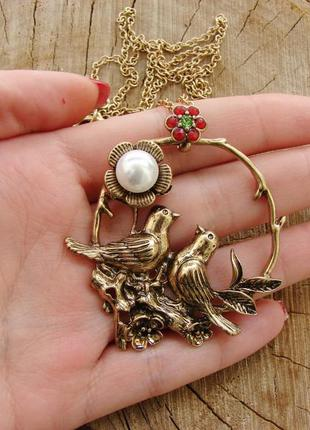 Длинное ожерелье кулон с птицами, цветком и жемчужиной. цвет б...