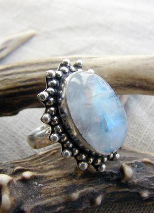 Кольцо перстень с натуральным камнем лунный камень посеребрени...