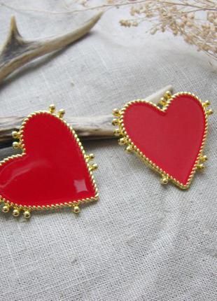 Стильные серьги гвоздики в виде сердец сережки с эмалью красны...