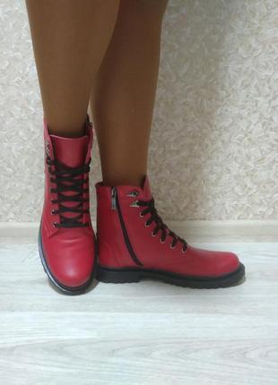 Красные кожаные демисезонные ботинки на молнии 40 размер