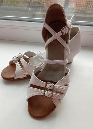 Туфлі для бальних танців.
